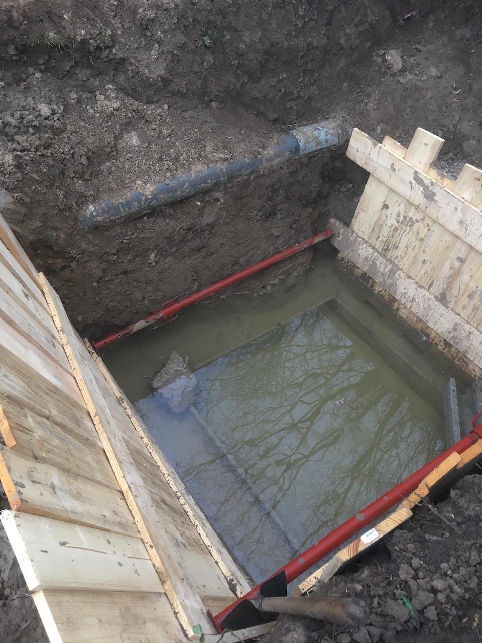 Fond de fouille submergé suite à la remontée d'une nappe phréatique